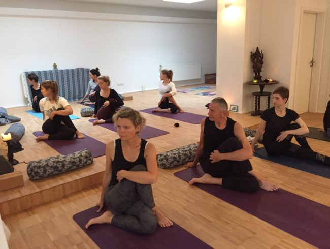 2,5 Std Yoga Intro mit Stef