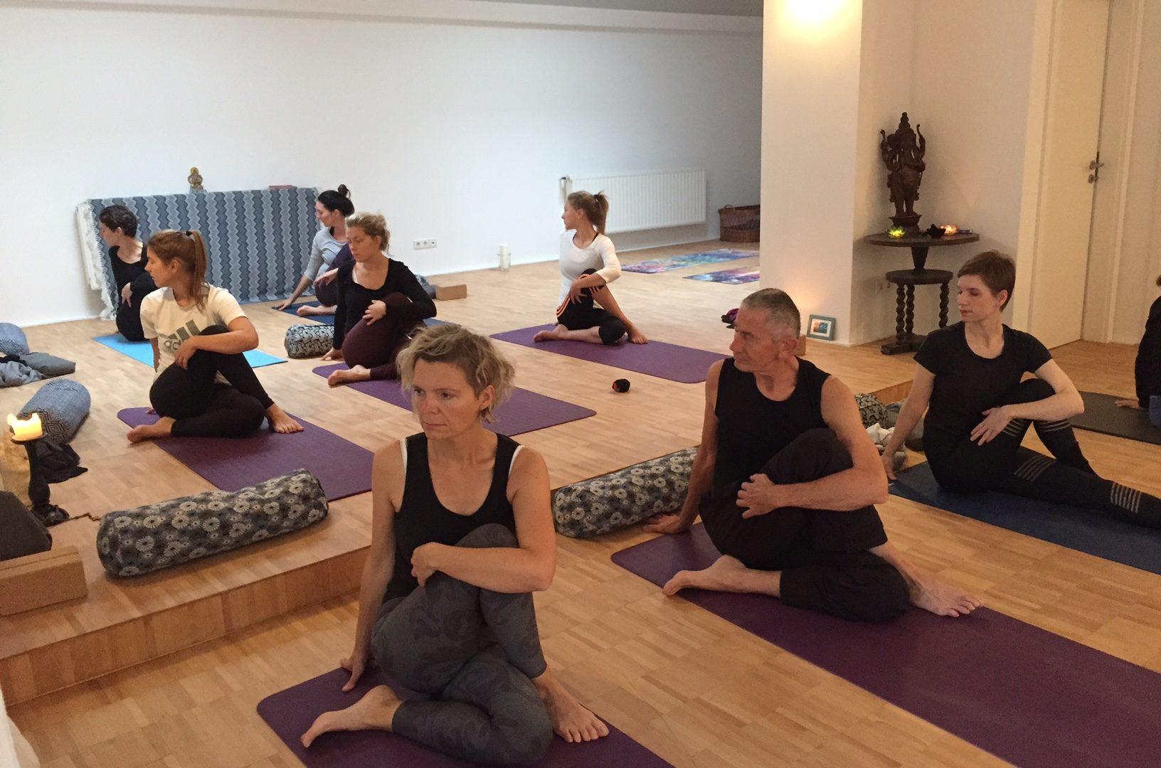 Anfänger Workshop : Yoga Intro mIt Loredana